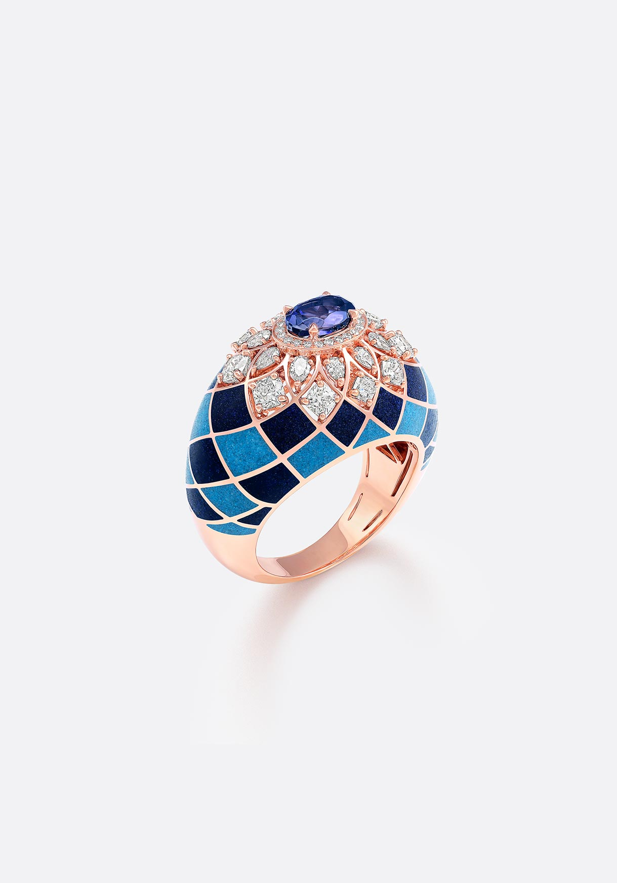 Ring - Fancy-cut diamonds patterned in rose gold.
