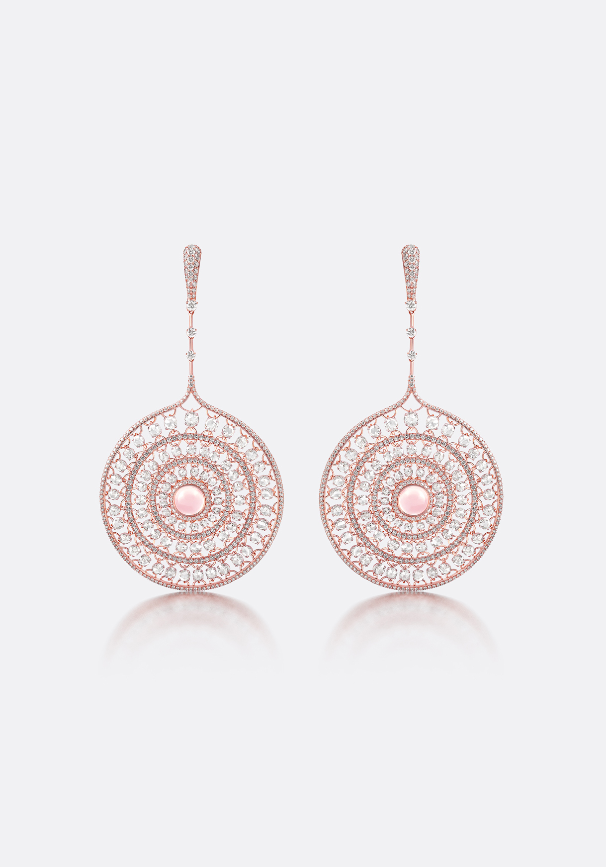 Delicate tone-on-tone hues, complemented by softly-linked jewels.