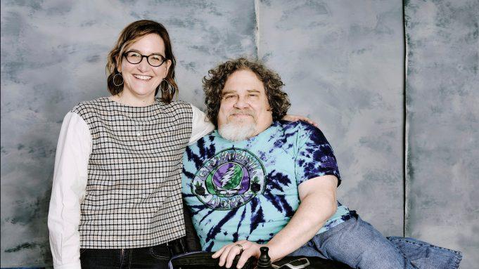 Jim Lebrecht y Nicole Newnham, directores de la película, posando en una fotografía.
