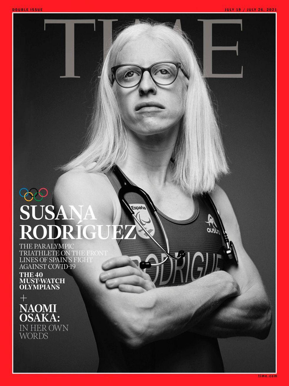 Portada de la revista Time en donde aparece la atleta Susana Rodríguez, con albinismo, en blanco y negro. Aparece con ropa deportiva y sobre sus hombros lleva un estetoscopio. Susana lleva gafas debido a su baja visión (menos de un 10%).