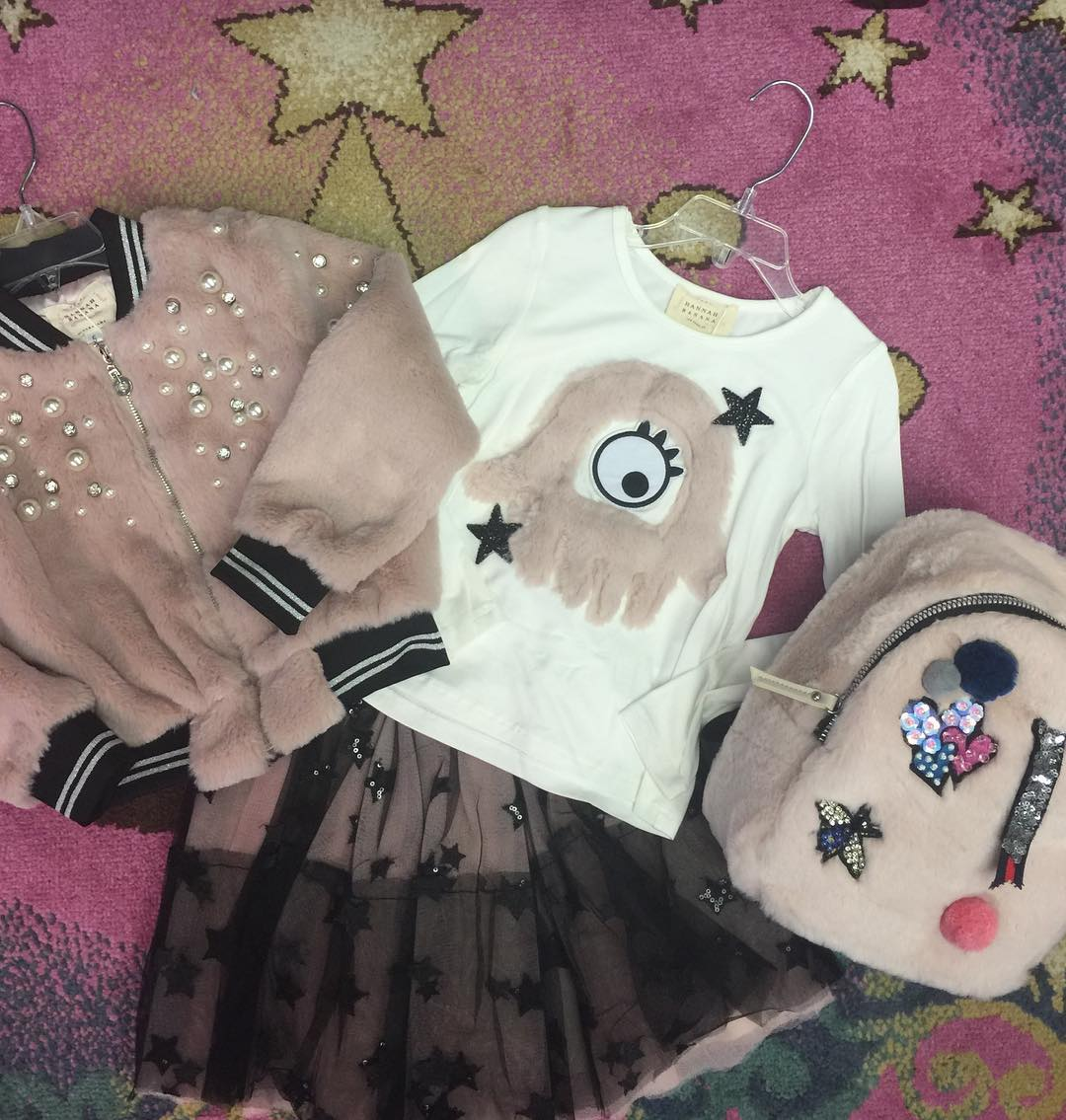 gils fashionable outfit from Frog n' Prince