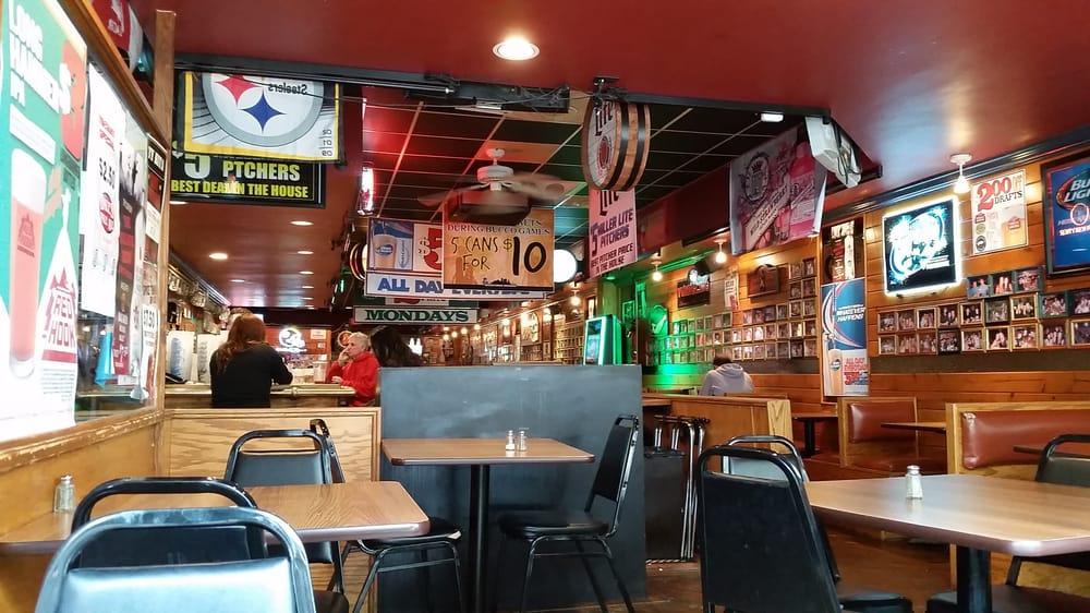 Inside of Hemingway's pub in Oakland