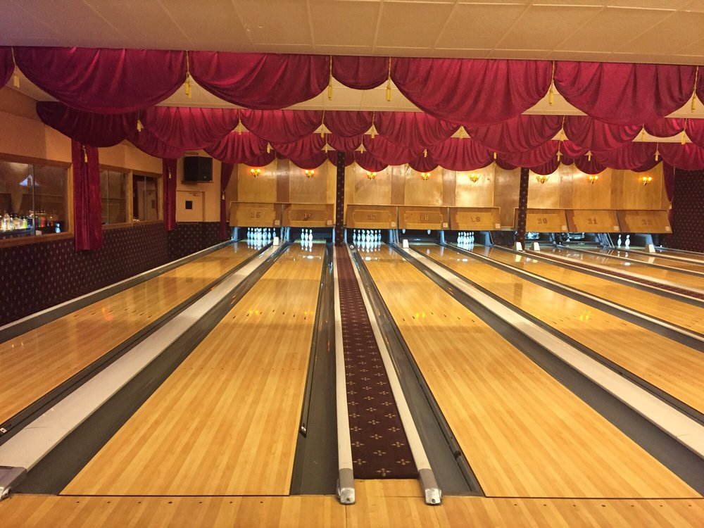 Arsenal Lanes vintage bowling alley