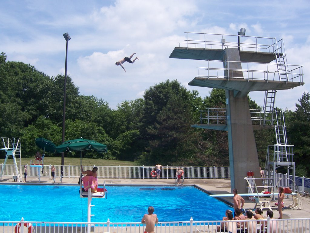 Man dives off the platform high dive at Settler's Cabin