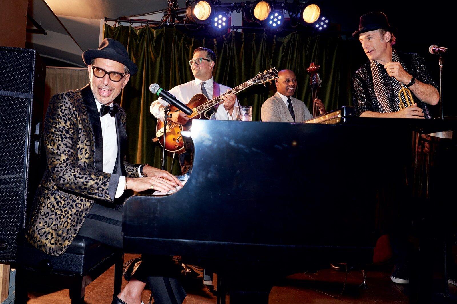 Jeff Goldblum plays piano