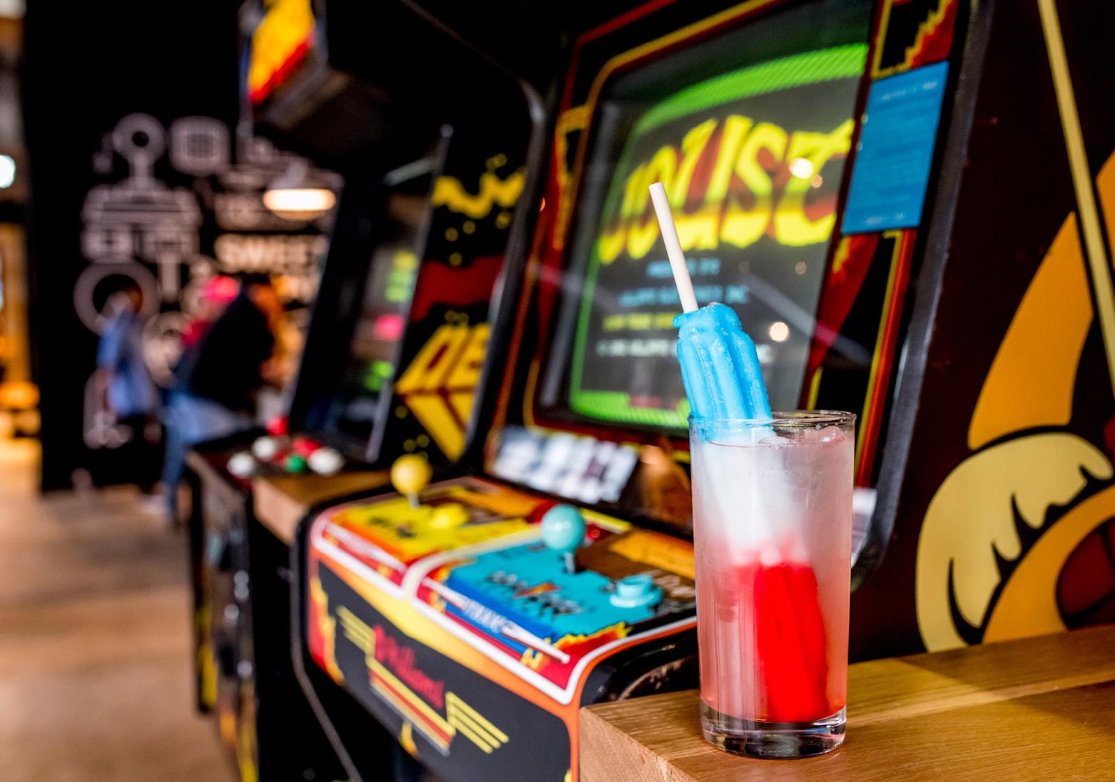 16 Bit Bar arcade games