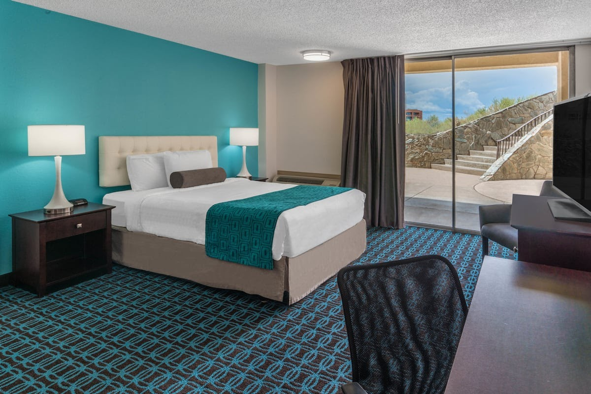 Guest room at the Howard Johnson by Wyndham Albuquerque Midtown in Albuquerque, New Mexico