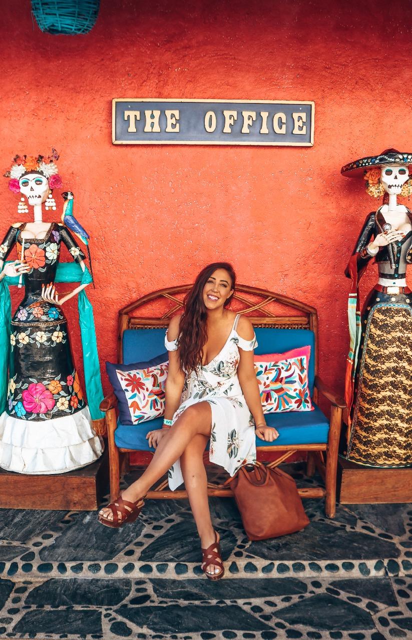 Work abroad as a spring break destination representative