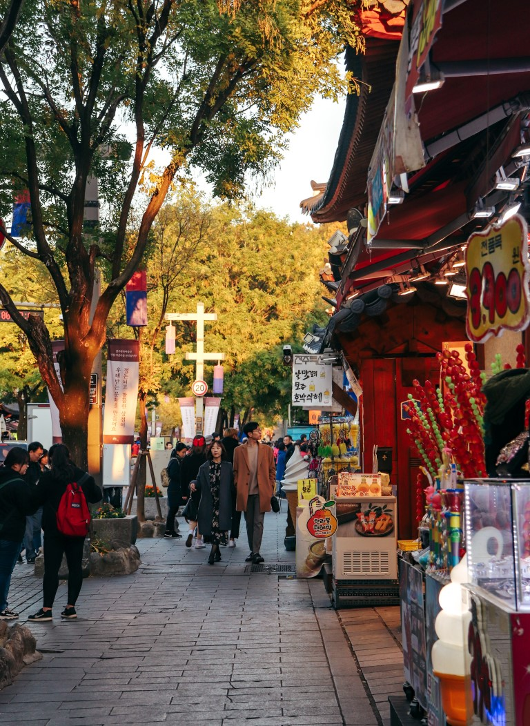 A stroll down a typical street in Jeonju during the fall