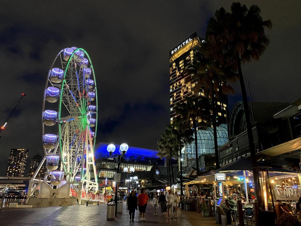 Night time view of Sydney's Ferris Wheel
