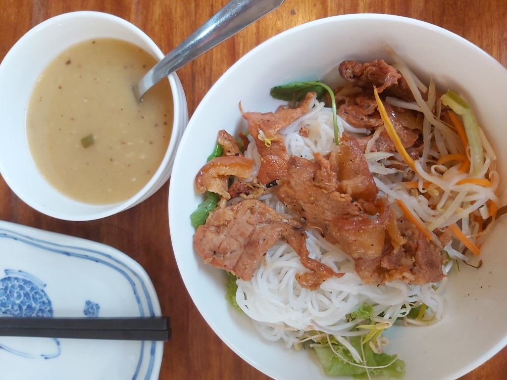 a type of cold vermicelli noodles with pork in vietnam