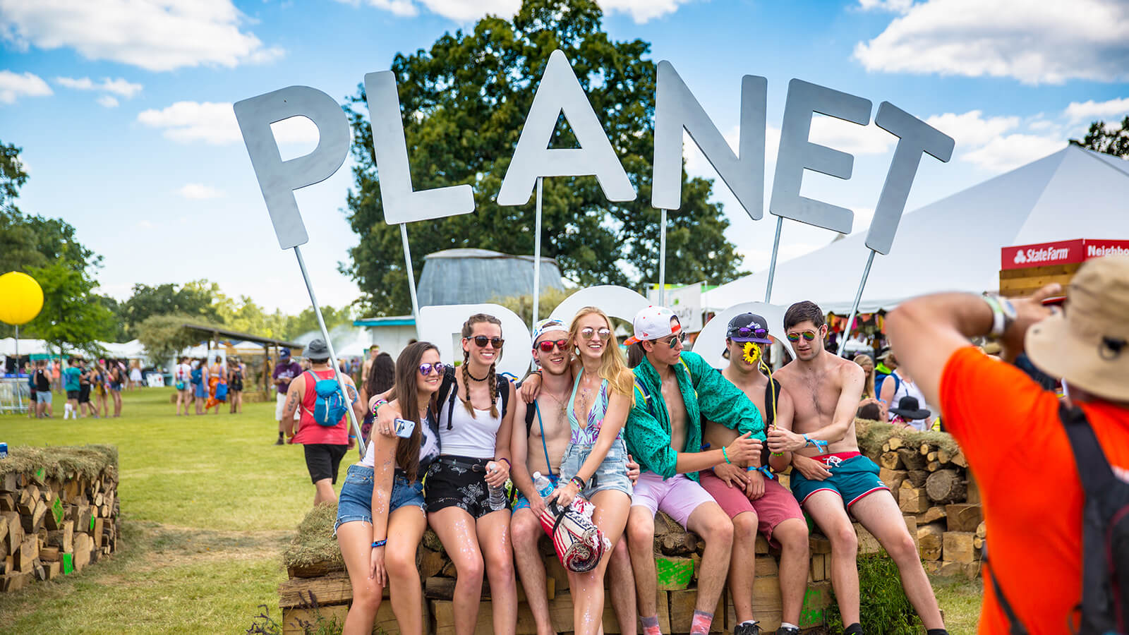 Photo of the Planet Roo sign built by Ben Fieker for Bonnaroo Music and Arts Festival