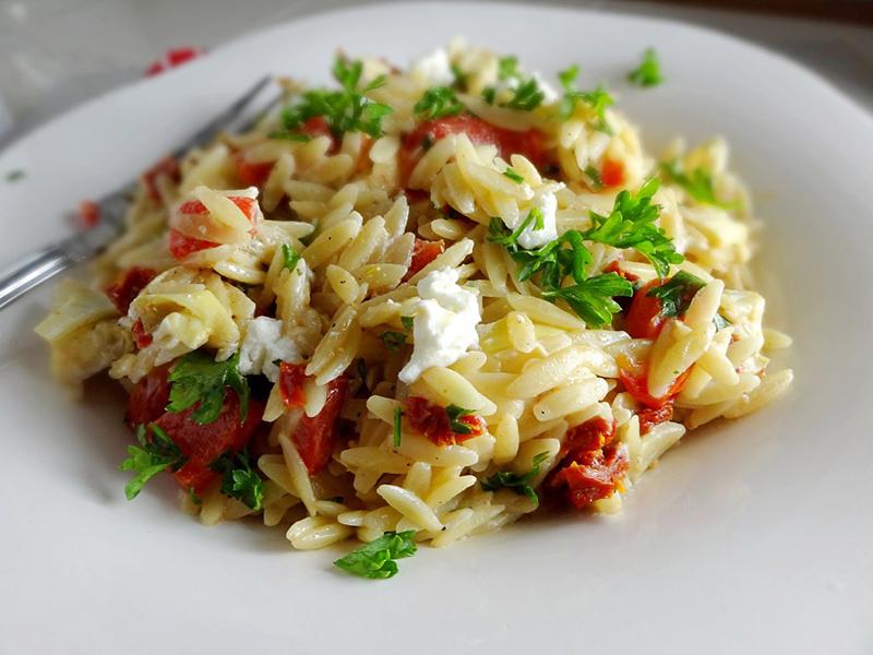 Easy Weeknight Dinner: Creamy Orzo Pasta
