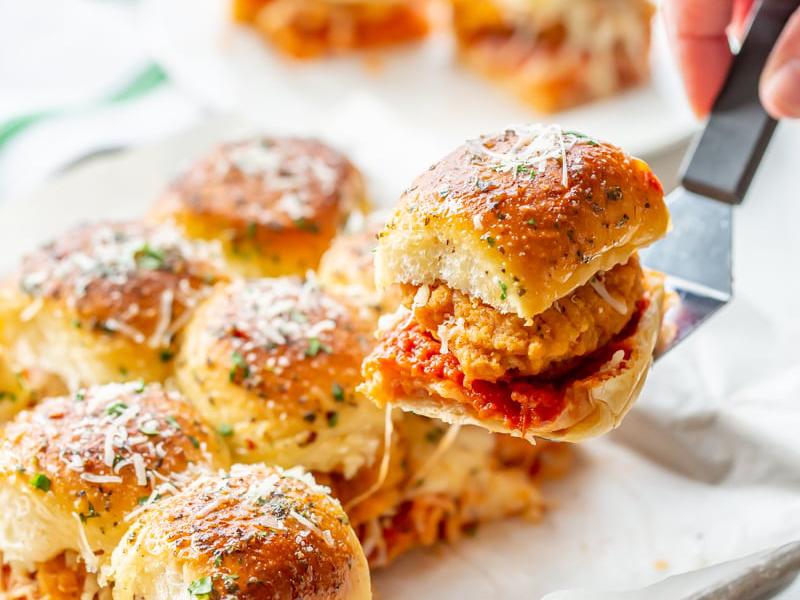 Easy Weeknight Dinner: Chicken Parmesan Sliders