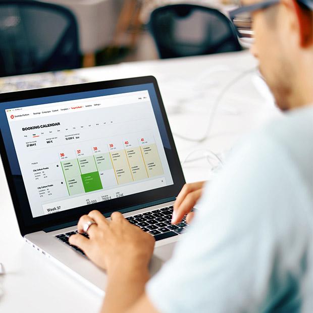 Man using Doohlabs Platform Booking Calendar
