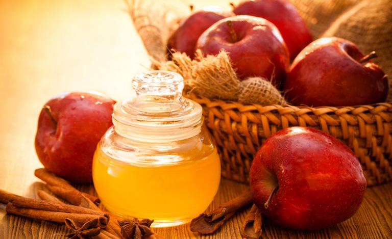 dấm táo trị viêm da tiết bã nhờn