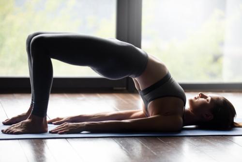 Tư thế yoga tăng vòng 1 rắn hổ mang