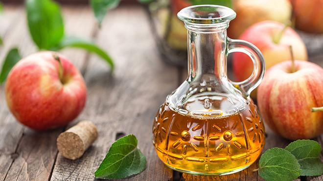 chữa vảy nến da đầu bằng dấm táo