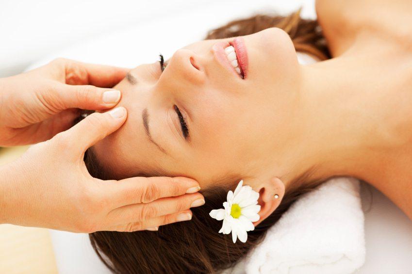 Massage da đầu kích thích mọc tóc