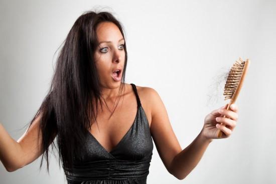 Bị rụng tóc nhiều ở nữ