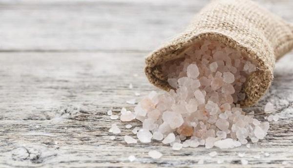 cách trị mụn nước bằng muối hột