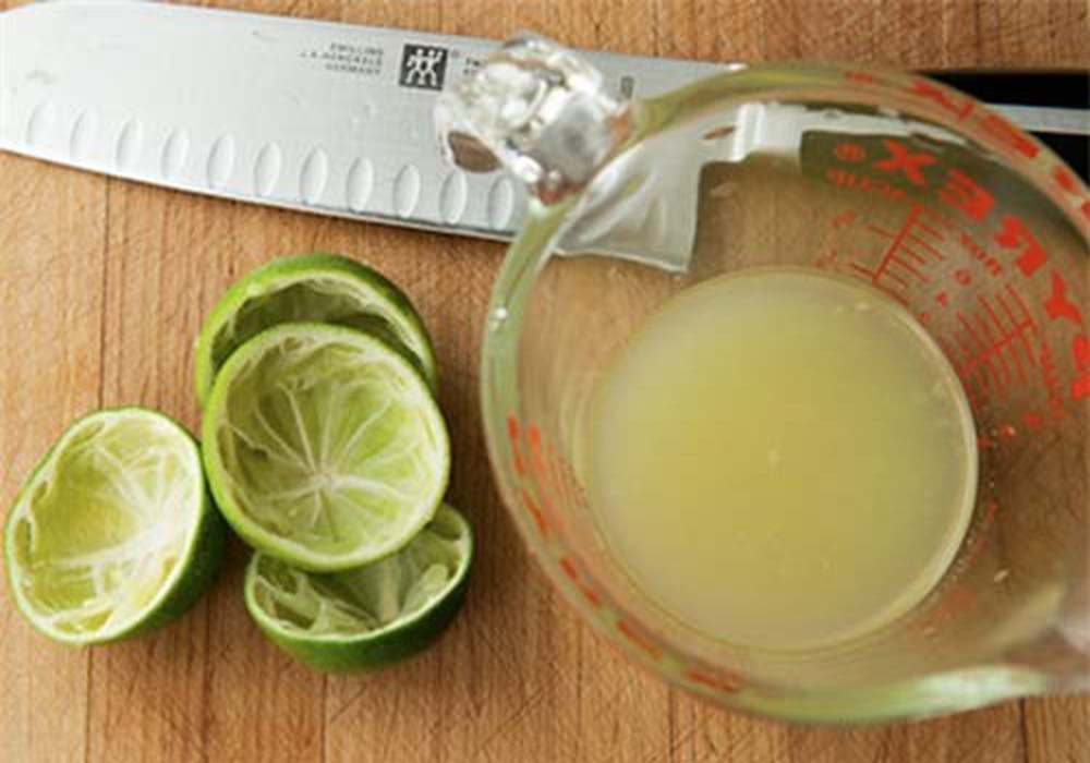 cách làm sạch gàu tại nhà bằng chanh và dầu dừa
