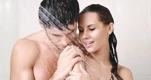 Nên chuẩn bị và làm gì khi làm chuyện ấy trong phòng tắm
