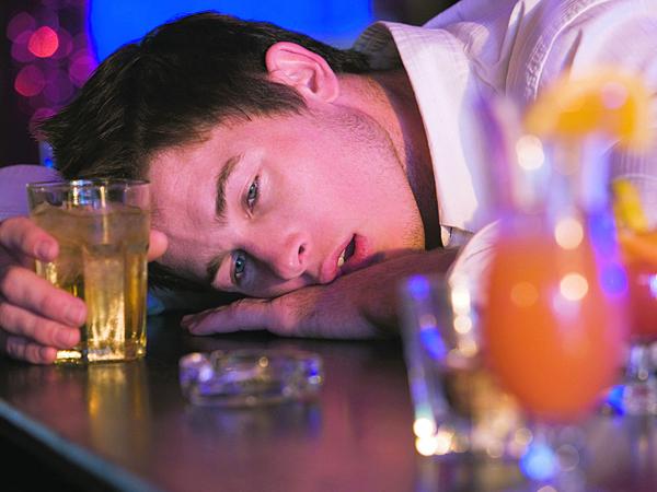 Gọi điện thoại cho người yêu khi say rượu