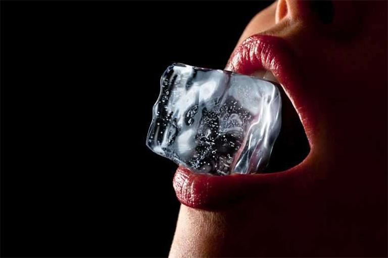 Hướng dẫn cách làm tình bằng đá lạnh