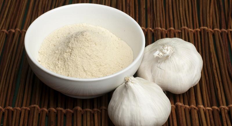 Trị chàm bằng tỏi kết hợp với muối