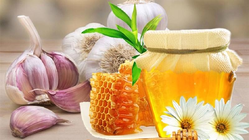 Trị chàm từ tỏi và mật ong ngâm