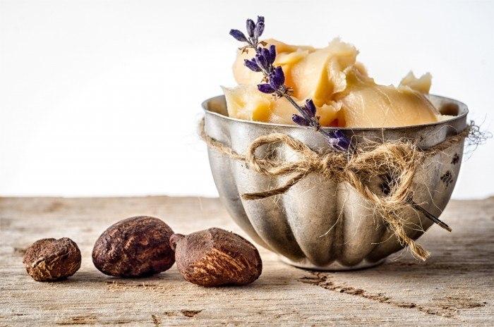Sử dụng các loại kem dưỡng có chứa bơ cacao