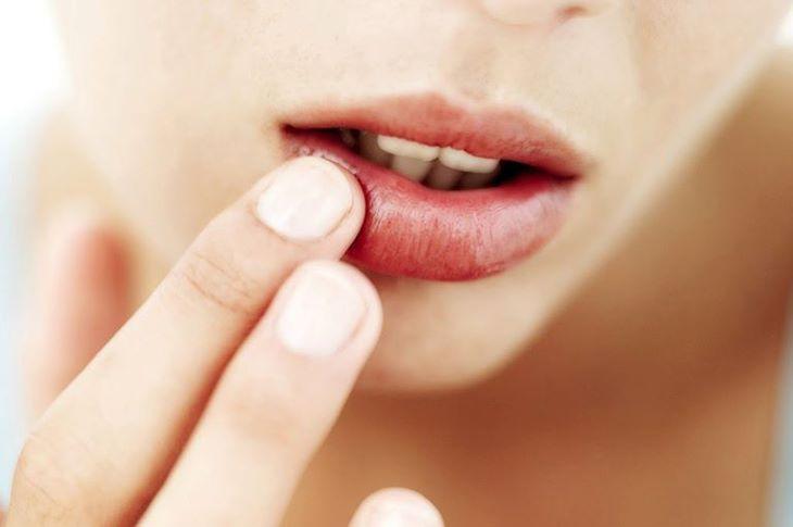 Thiếu chất dinh dưỡng gây ngứa miệng