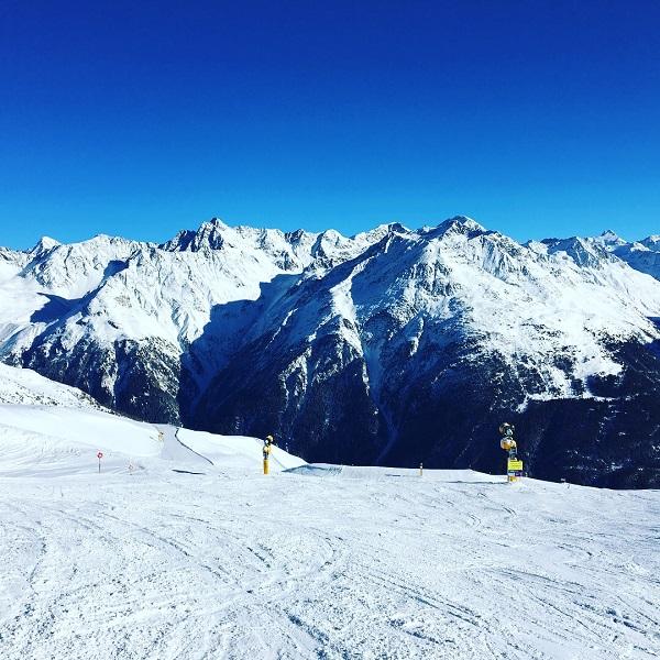 Elodie Skiing