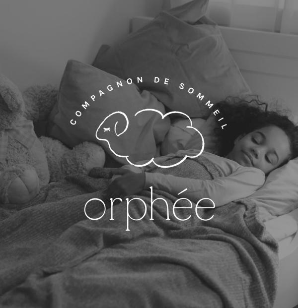 logo Orphée sur photo en noir et blanc