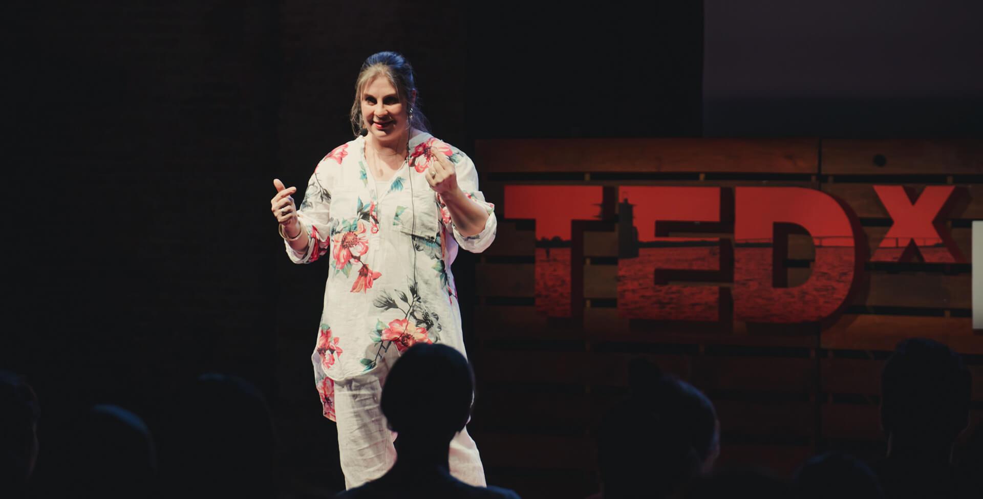 Laura Galin speaking in TEDx Paysandú