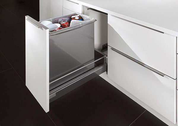 Pullout Base Unit with Waste Sorting
