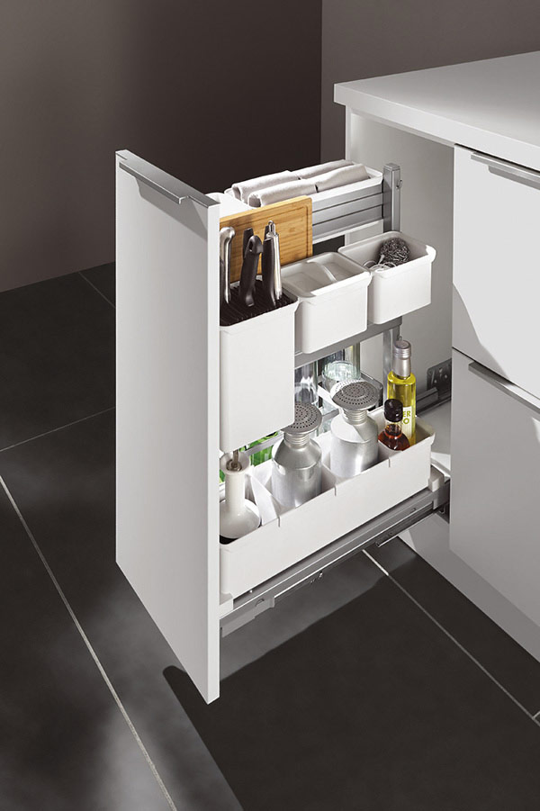 Pullout Base Unit with Junior Larder System