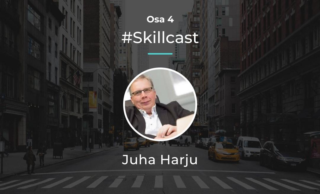 Juha Harju keskustelee Sirkku Jauhiaisen kanssa erikokoisten yritysten kohtaamista haasteista