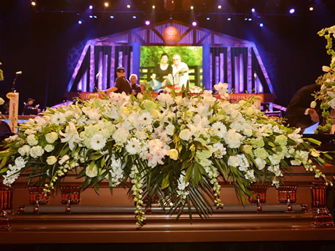 Grandiose Funeral