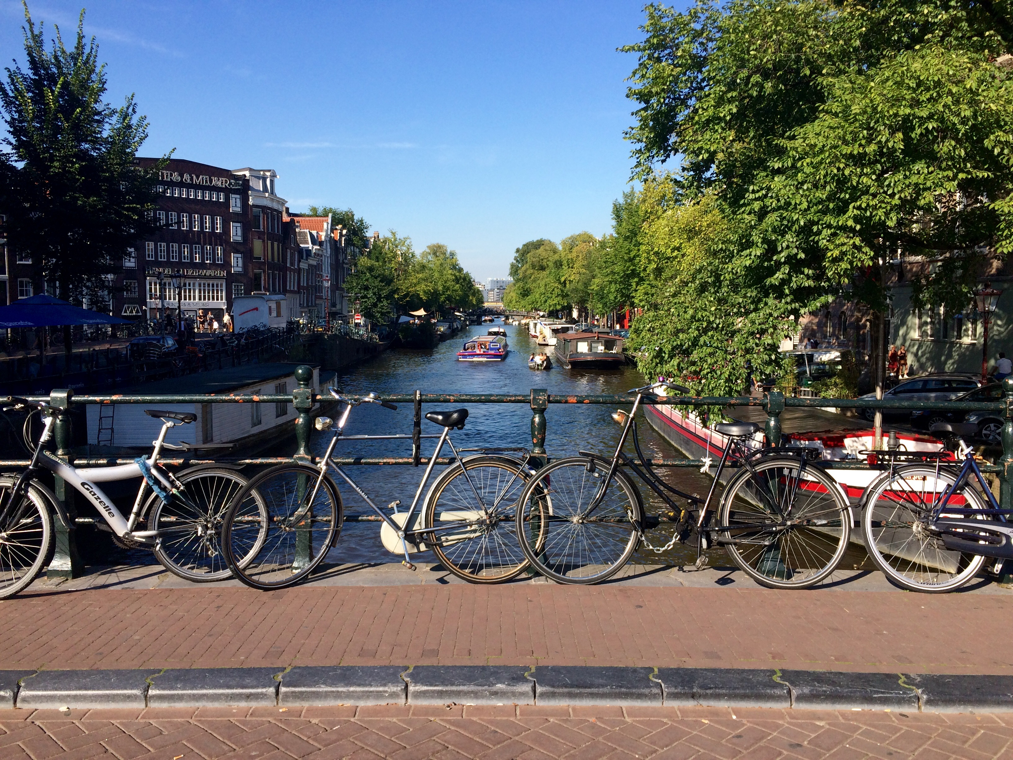 Canals + Bikes | Photo by Wilson Carletti (All Rights Reserved)