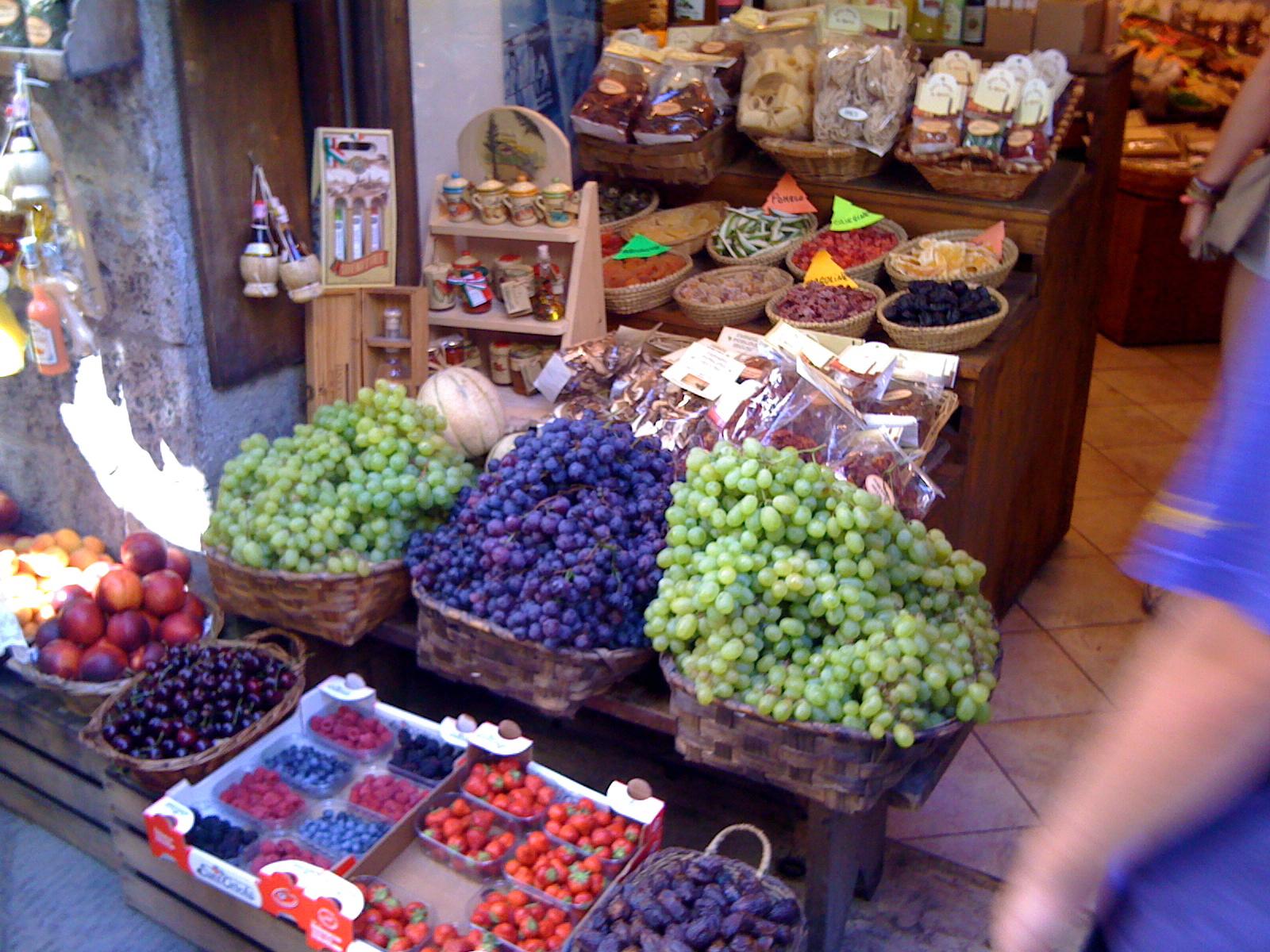 Fresh Fruit | Photo by Wilson Carletti