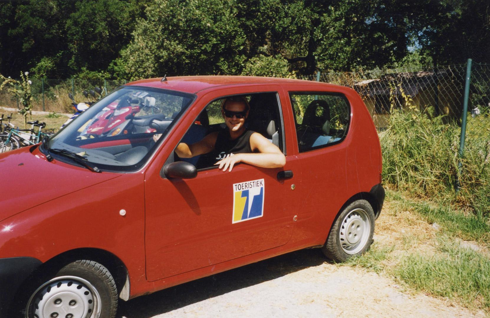 2003 Eerste job als onderzoeker/redacteur voor Toeristiek