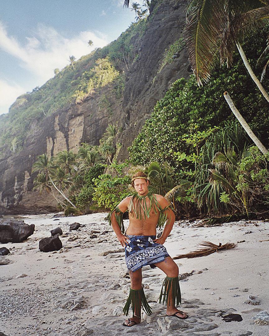 2000 Stage in Samoa waar ik me graag onderdompel in de lokale kledingvoorschriften.