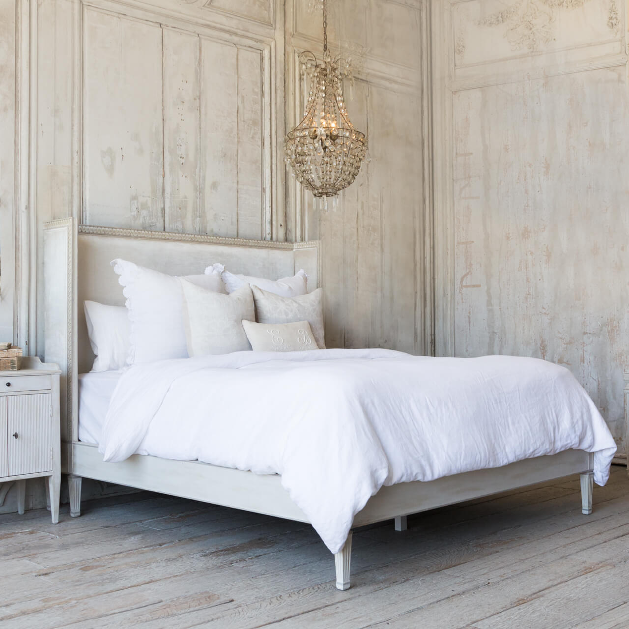 Cassia Bed in Dove Velvet and Antique Linen Finish (Queen)