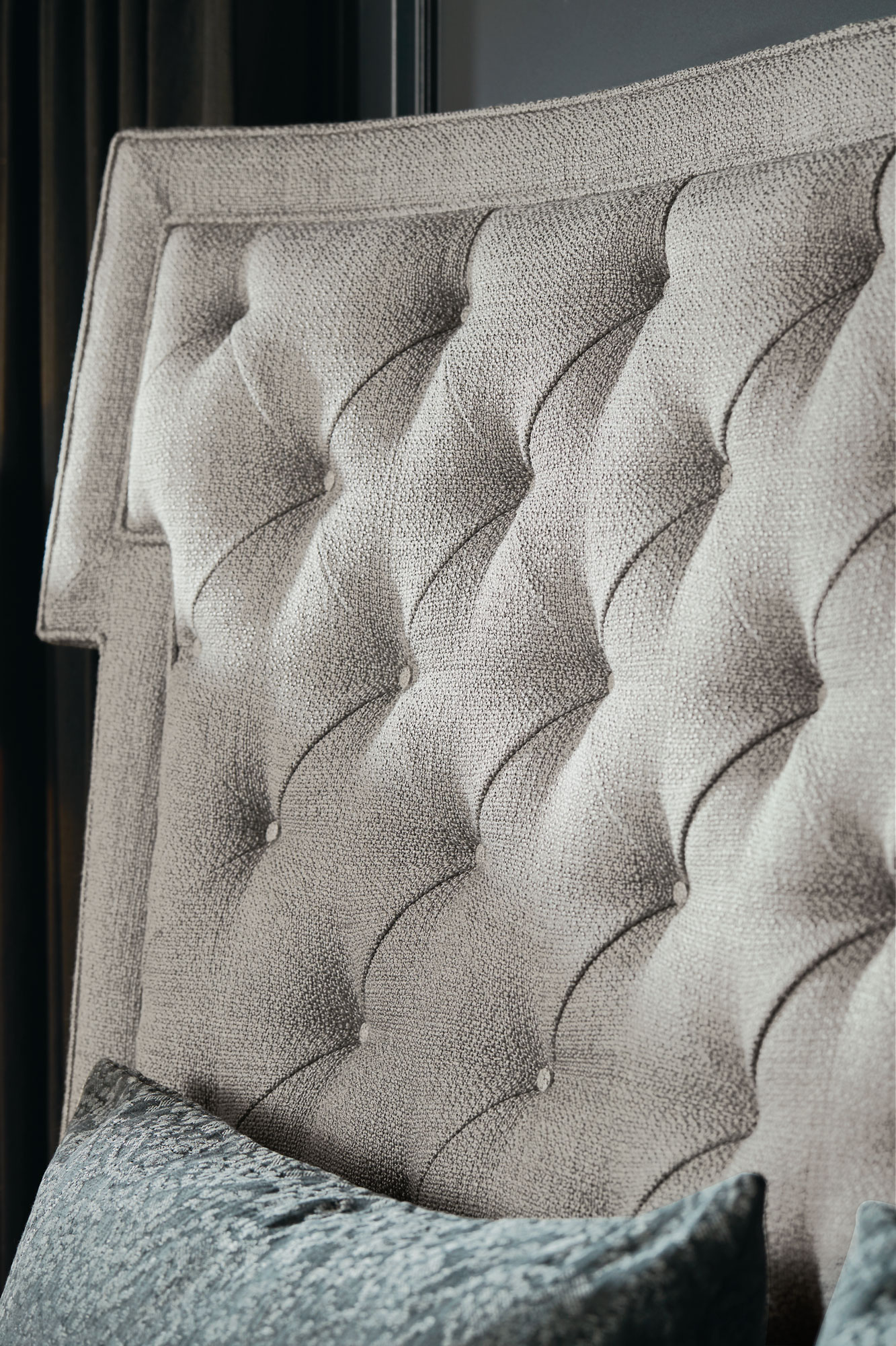 Domaine Blanc Upholstered Bed (King)