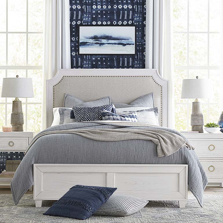 Ventura Upholstered Bed (Queen)