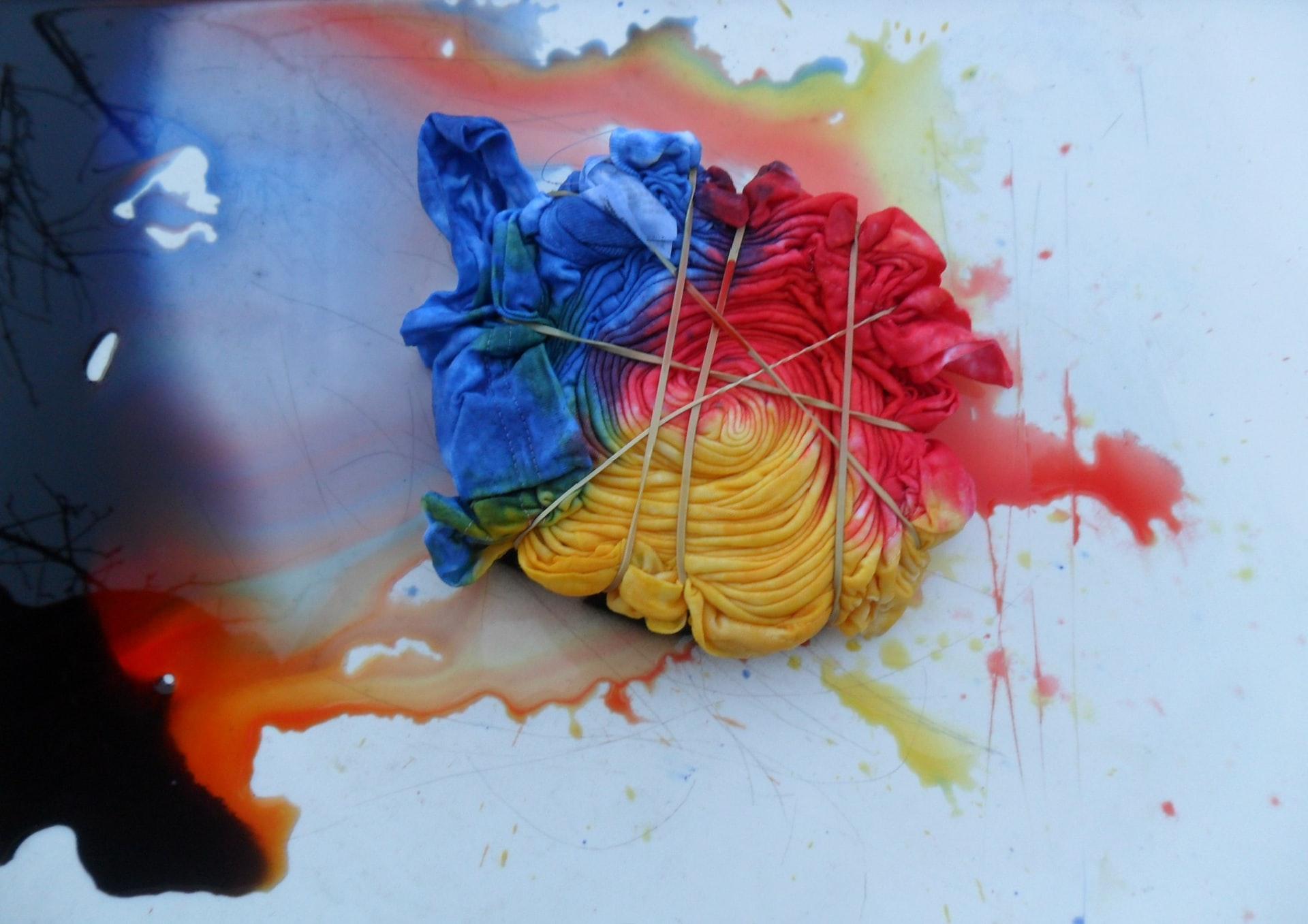 Trend Millennial : Daya Tarik Baju Custom Tie Dye Printing dan Sablon