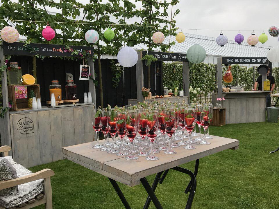 Ontvangstbubbel tijdens tuinfeest