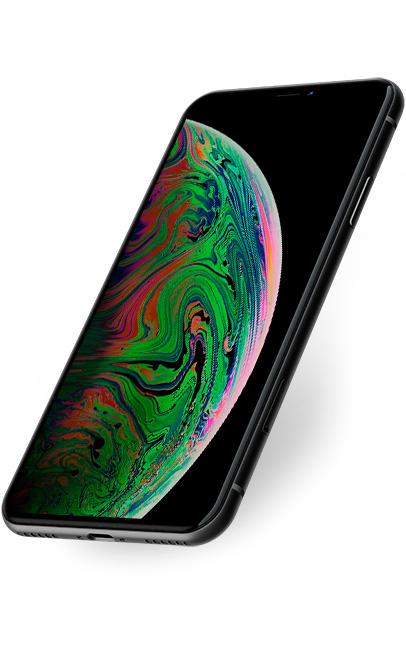 Detailní perspektivní záběr na iPhone XS